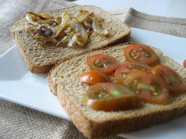 egg-sandwich-caramelizedonions-heirloomtomatoes2