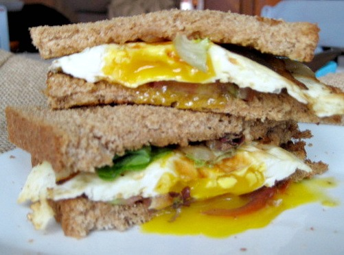 egg-sandwich-caramelizedonions-heirloomtomatoes3