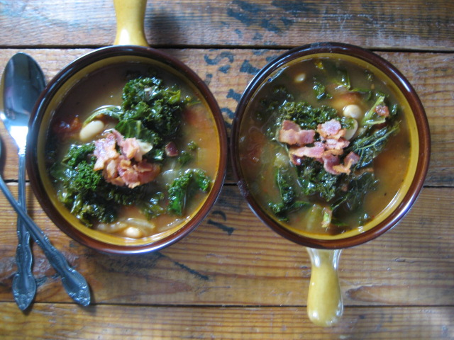 kale-cannellinibean-soup-bacon