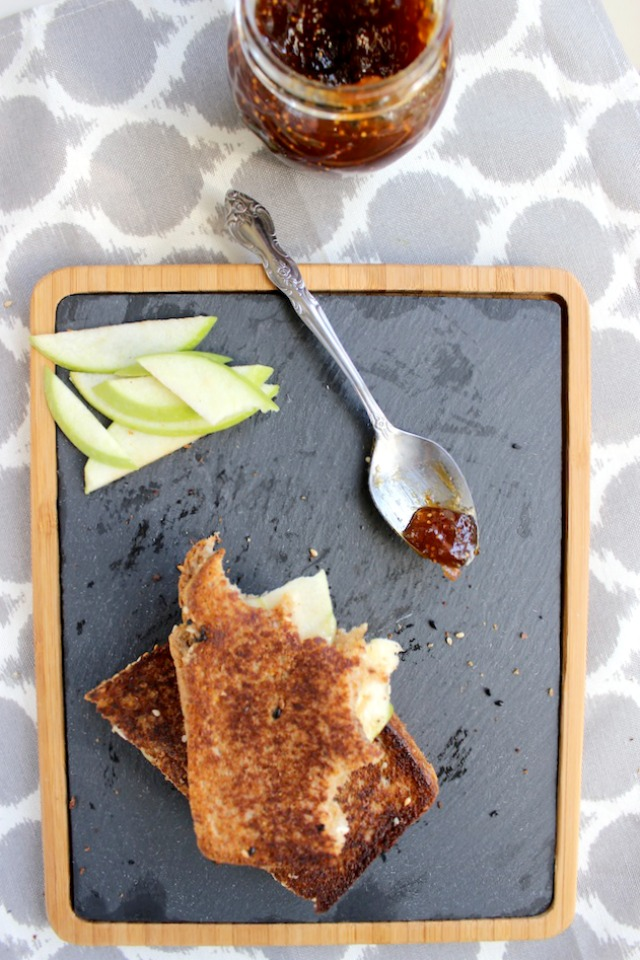 grilled cheese with brie green apples and fig jam 1