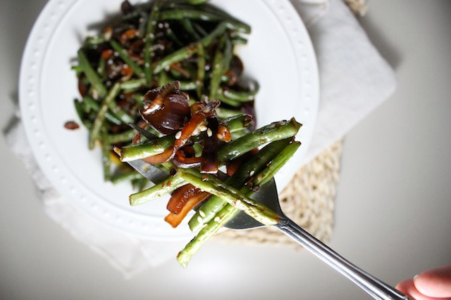 spicy asian green beans garlic red onion sesame seeds keys to the cucina 1