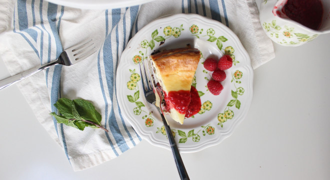cheesecake oreo crust raspberry sauce www.keystothecucina 5