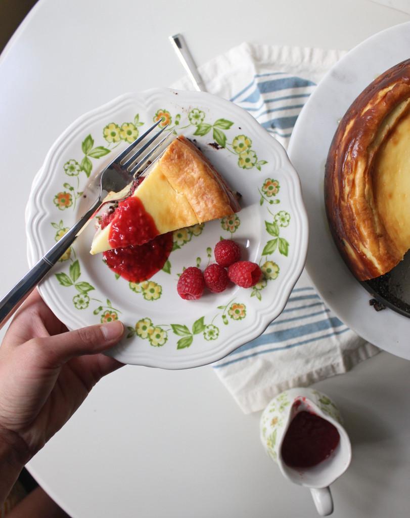 cheesecake oreo crust raspberry sauce www.keystothecucina 6