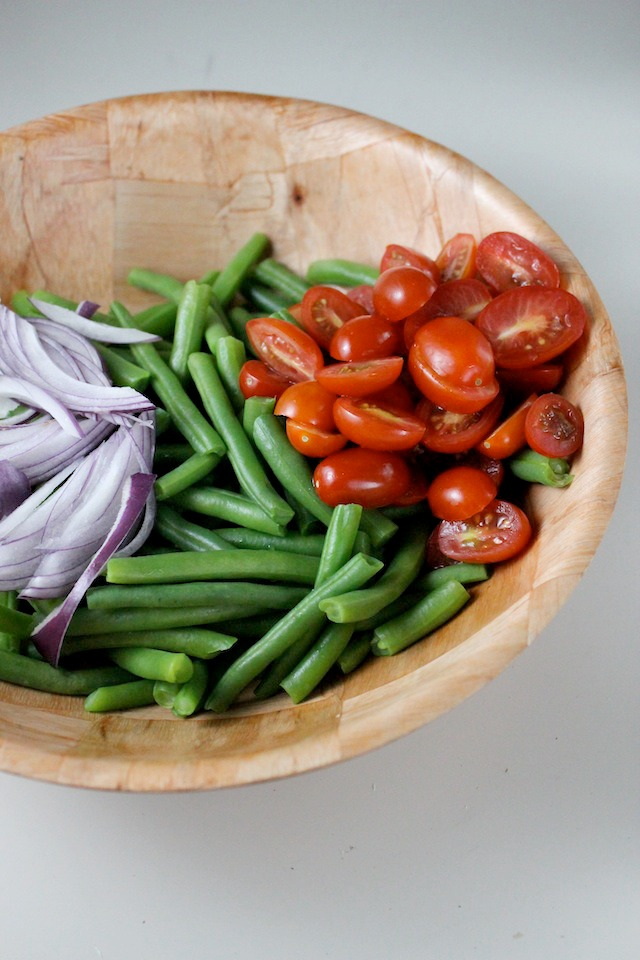 green-bean-salad-tomatoes-red-onion-red-wine-vinaigrette-keys-to-the-cucina-2